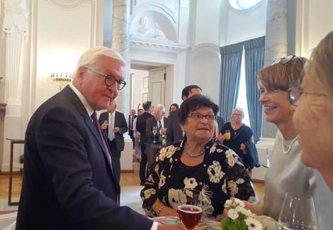 Christa Schenk im Schloss Bellevue zu Gast